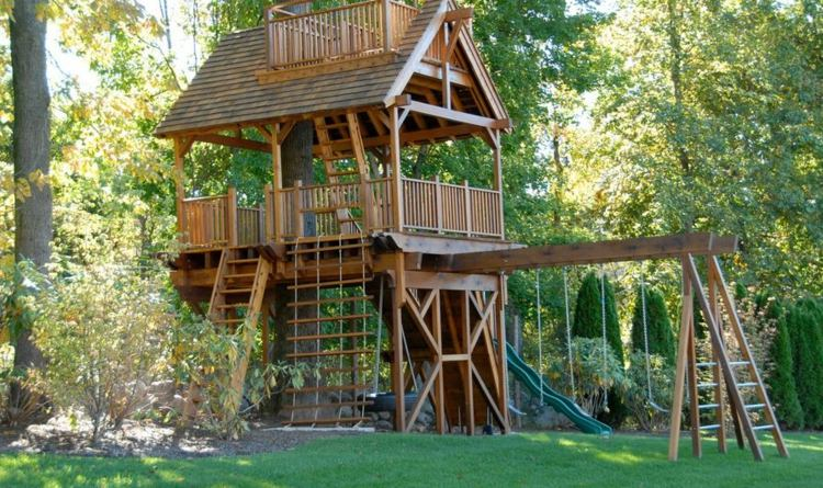 Cabane en bois avec balancoire cirque et balancoire for Portique bois pas cher