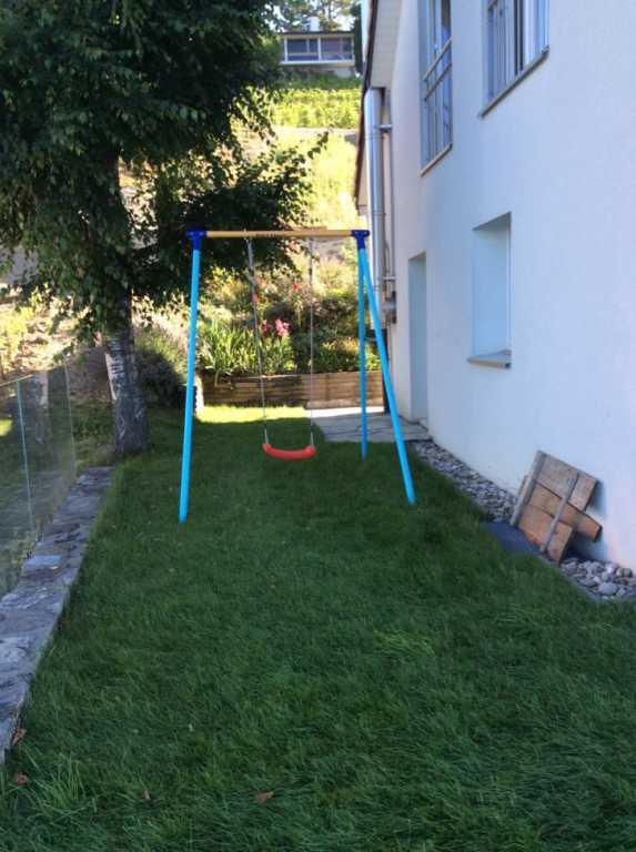 balancoire petit jardin abri de jardin et balancoire id e. Black Bedroom Furniture Sets. Home Design Ideas