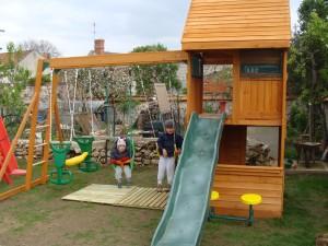 Portique en bois pour enfant cirque et balancoire for Portique exterieur