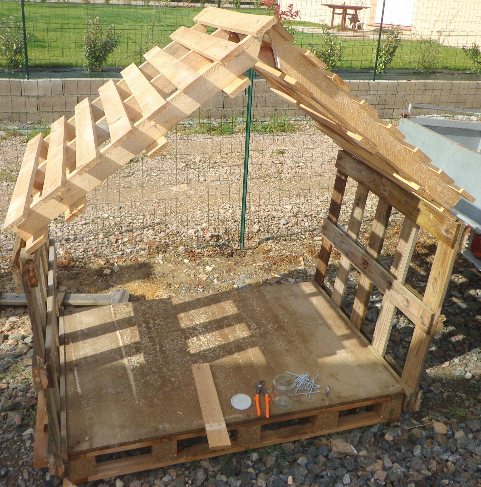 Construire cabane de jardin en palette abri de jardin et balancoire id e - Construire cabane de jardin ...