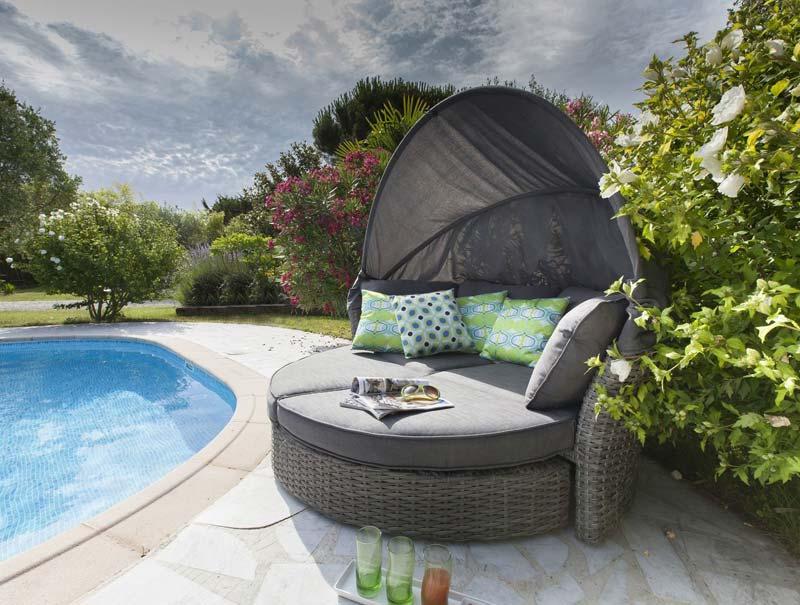 Salon de jardin arrondi gris - Abri de jardin et balancoire idée