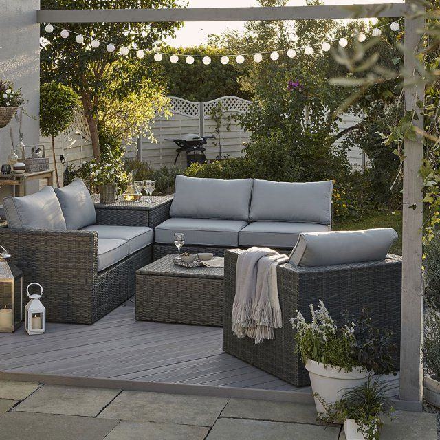 Salon de jardin en coin