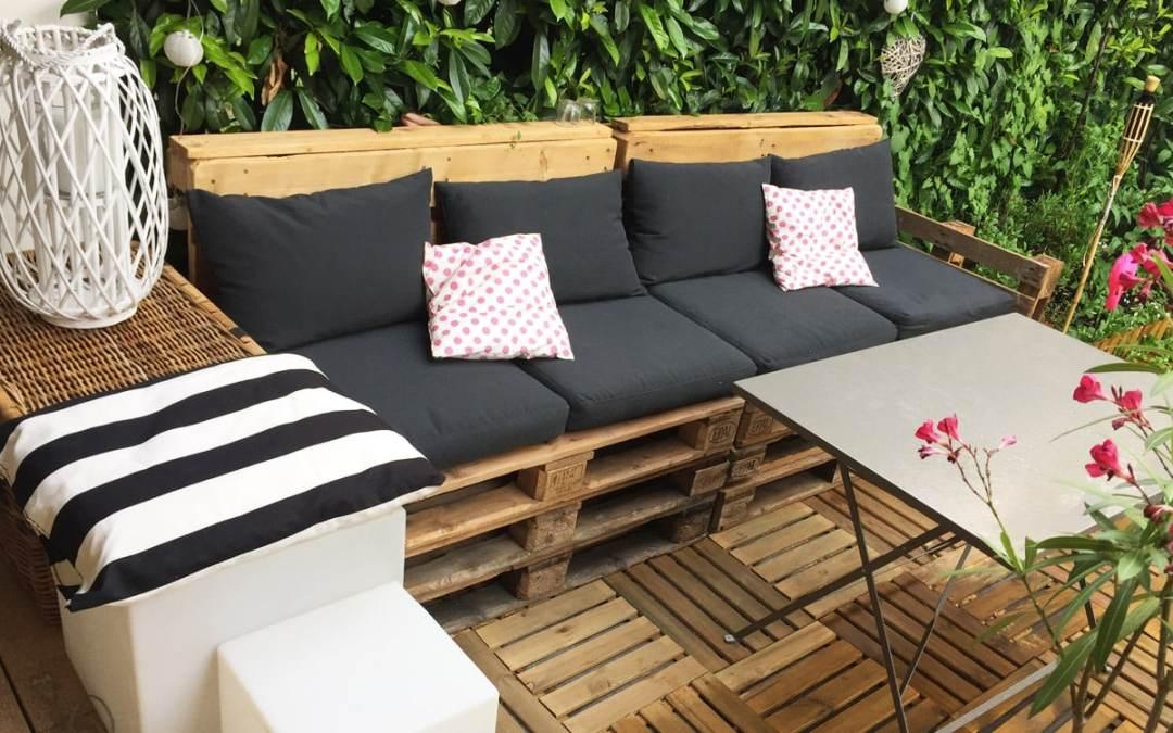Salon de jardin palette pinterest - Abri de jardin et balancoire idée