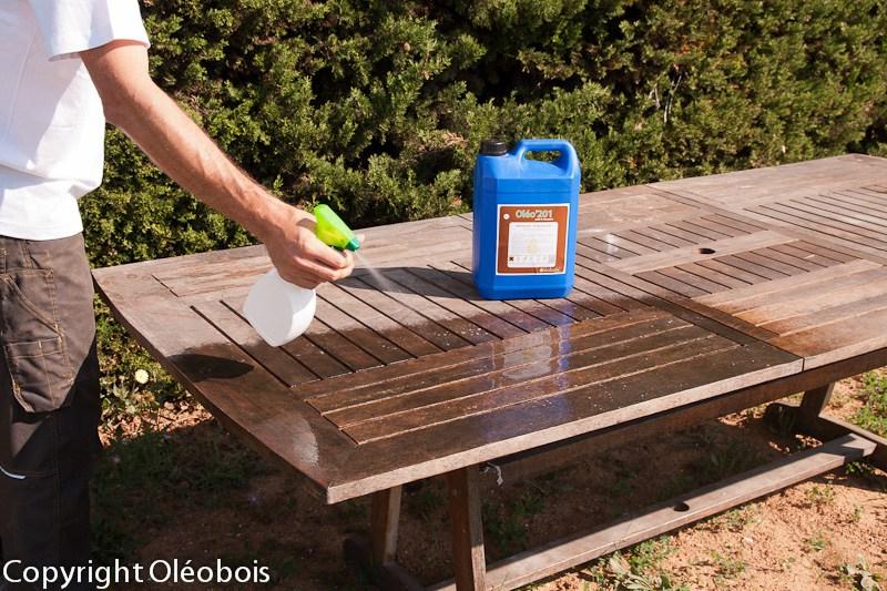 Renover un salon de jardin en acacia - Abri de jardin et balancoire idée