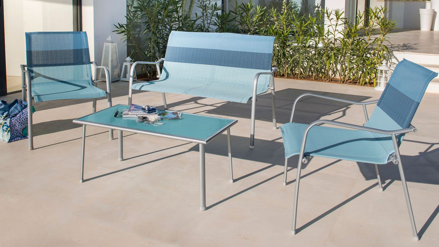 Salon de jardin couleur blanc - Abri de jardin et balancoire idée