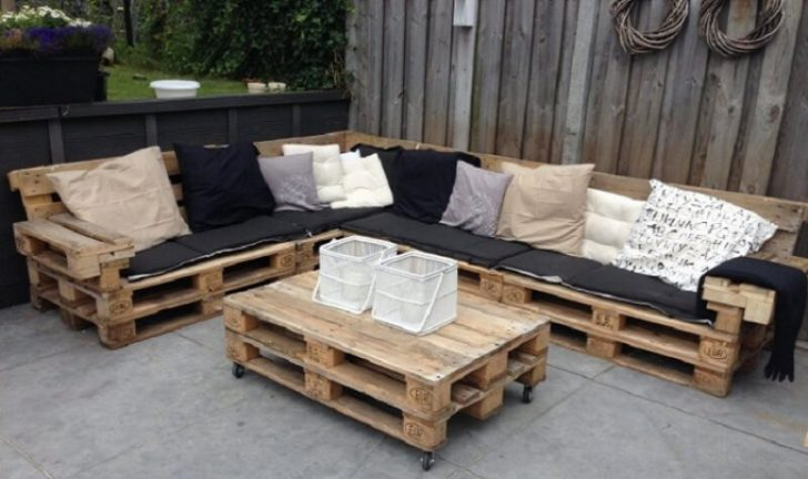Salon de jardin fait avec des palettes en bois - Abri de jardin et ...