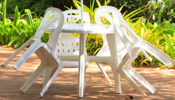 Produit pour nettoyer salon de jardin en plastique
