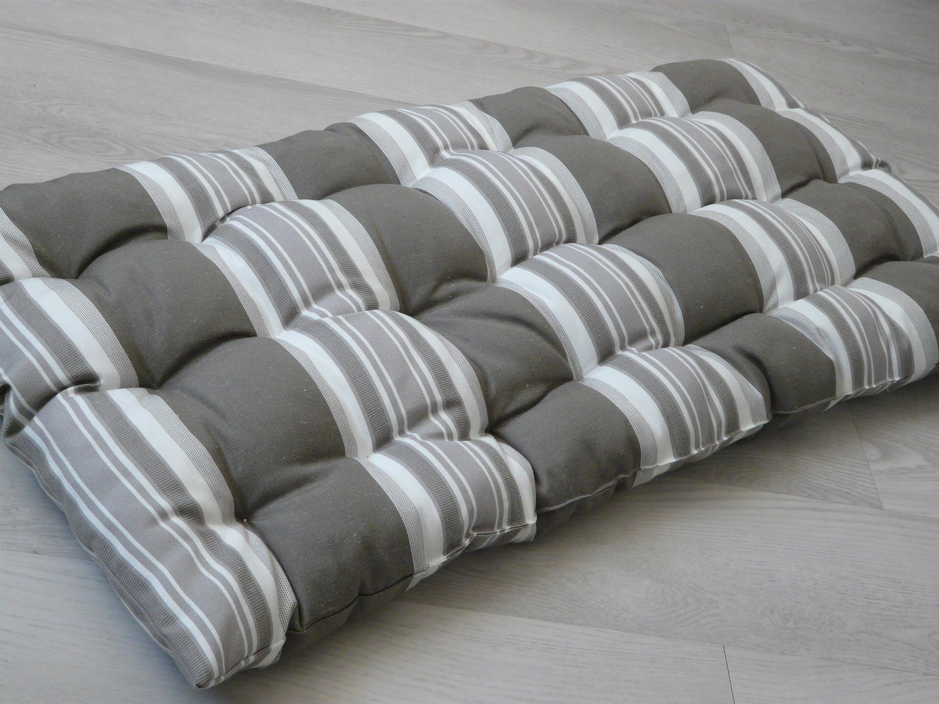 ou trouver des coussins pour salon de jardin palette. Black Bedroom Furniture Sets. Home Design Ideas