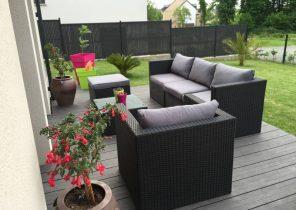 Salon de jardin sur terrasse en bois - Abri de jardin et balancoire idée