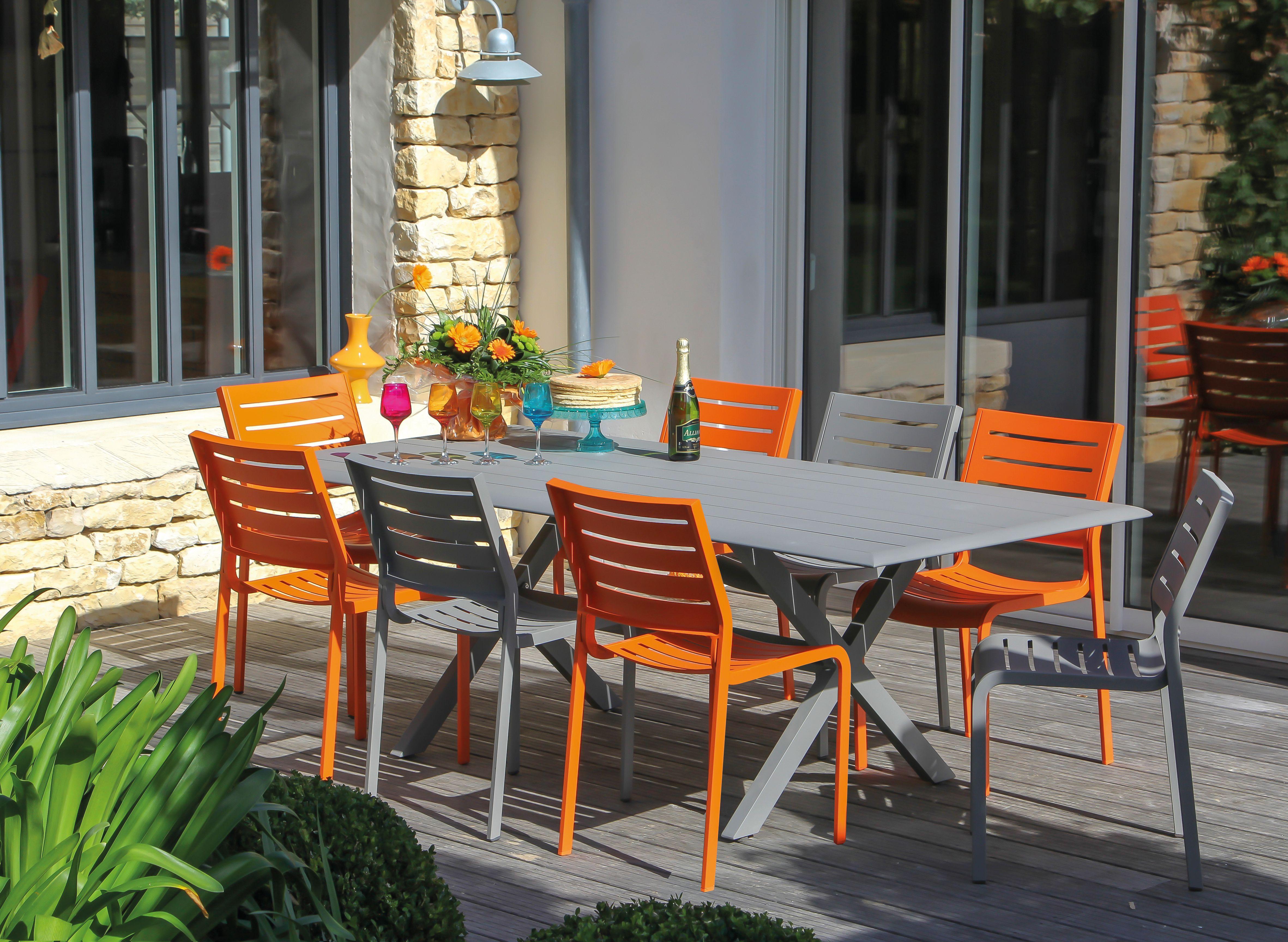 Salon de jardin en fer coloré - Abri de jardin et balancoire ...