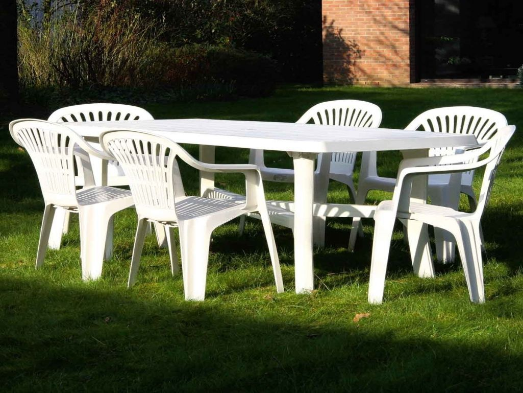 Renover salon de jardin blanc - Abri de jardin et balancoire ...