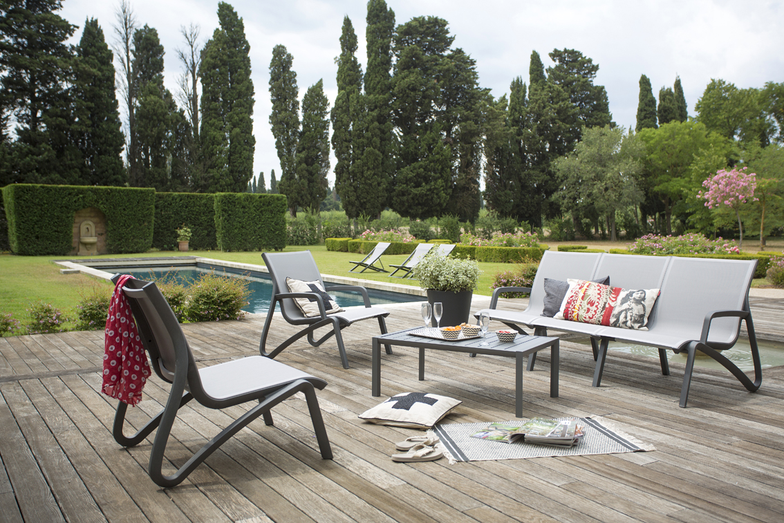Salon de jardin couleur gris - Abri de jardin et balancoire idée