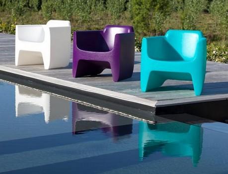 Mobilier de jardin plastique coloré - Abri de jardin et balancoire idée