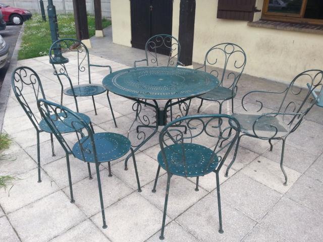 Salon de jardin rond en fer - Abri de jardin et balancoire idée