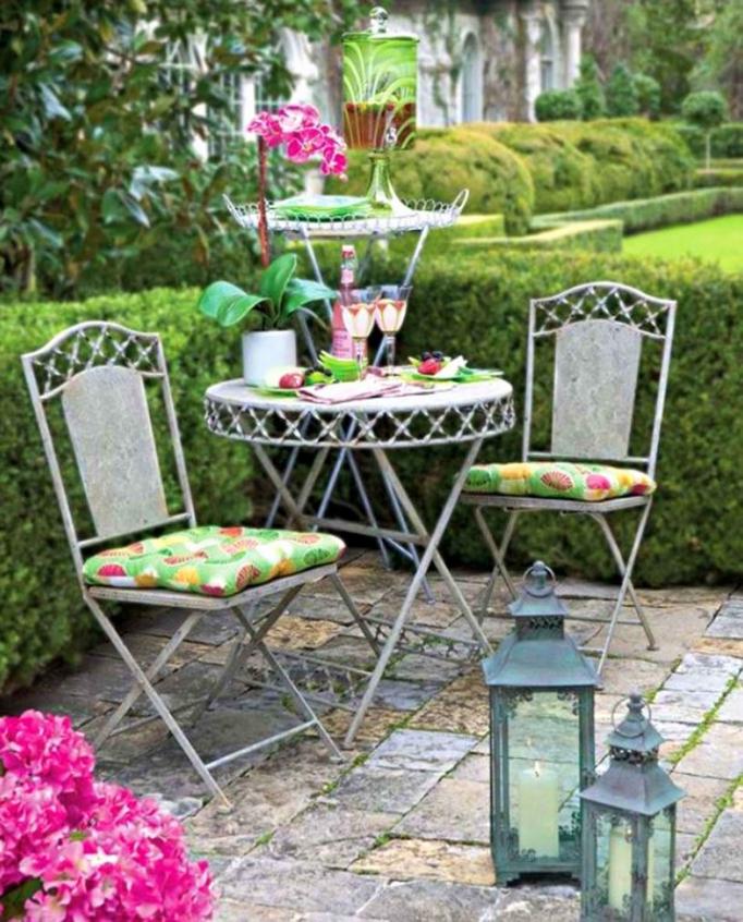 Salon de jardin romantique en fer - Abri de jardin et balancoire idée