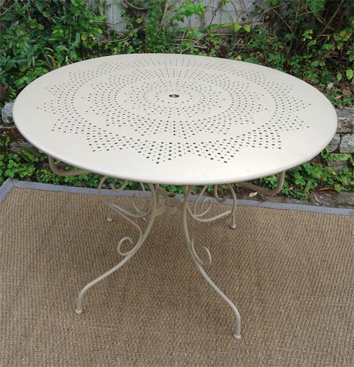 Table salon de jardin fer forgé - Abri de jardin et balancoire idée