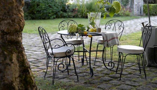 Salon de jardin fer forgé et bois - Abri de jardin et ...