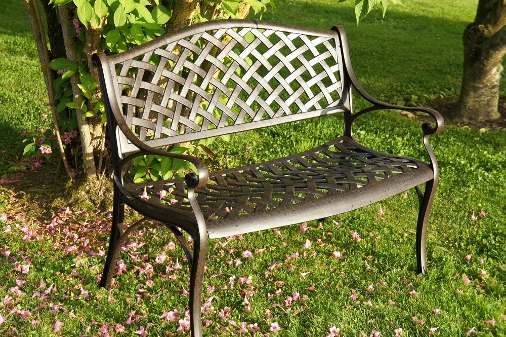 Mobilier de jardin en fer italien - Abri de jardin et balancoire idée