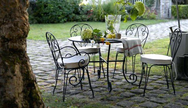 Salon de jardin en fer forgé et mosaique pas cher - Abri de ...
